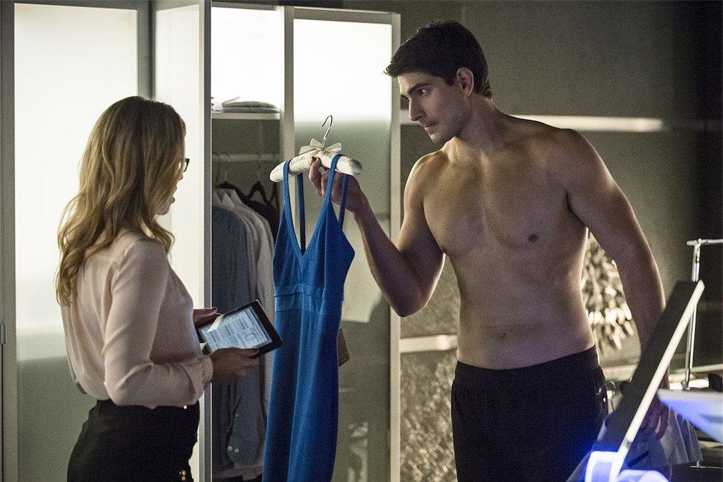Arrow Review: S1E7 - Ray Palmer Takes Ollie's Girl