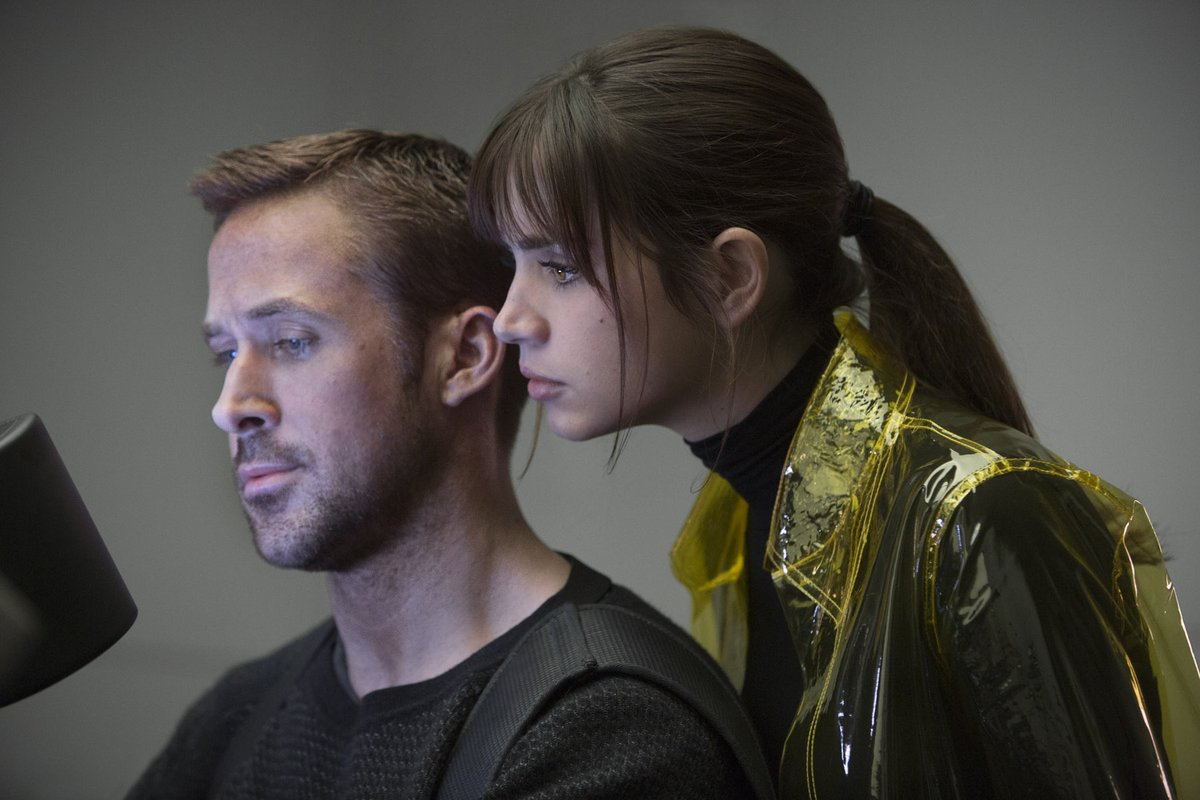 Blade Runner 2049: Joi (Ana De Armas) looks over the shoulder of K (Ryan Gosling) as he looks at a computer screen