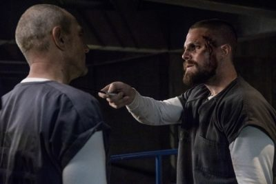 Oliver Queen holds knife to Brick