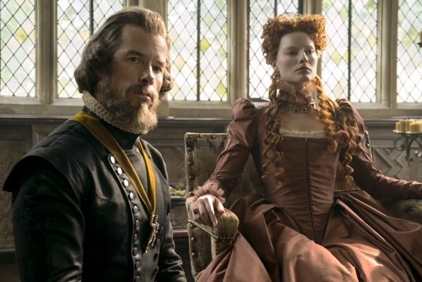 Guy Pearce stars as William Cecil and Margot Robbie as Queen Elizabeth in MARY QUEEN OF SCOTS, a Focus Features release. Credit: Liam Daniel / Focus Features