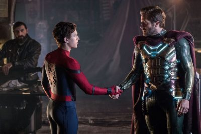 Spider-Man (Tom Holland) and Mysterio (Jake Gyllenhaal) shake hands