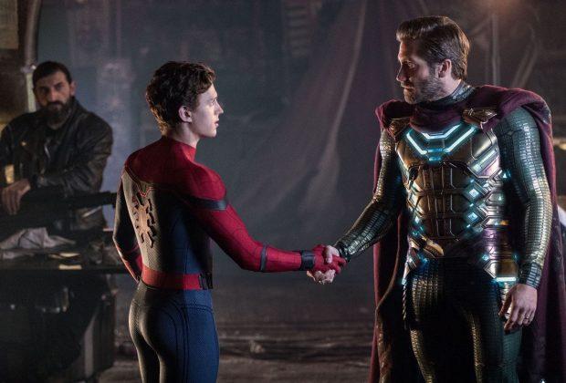 Spider-Man (Tom Holland) and Mysterio (Jake Gyllenhaal) shake hands
