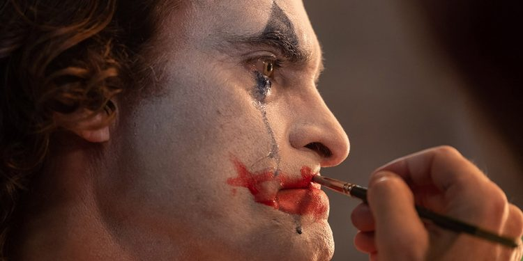 Joker: Arthur putting on clown makeup