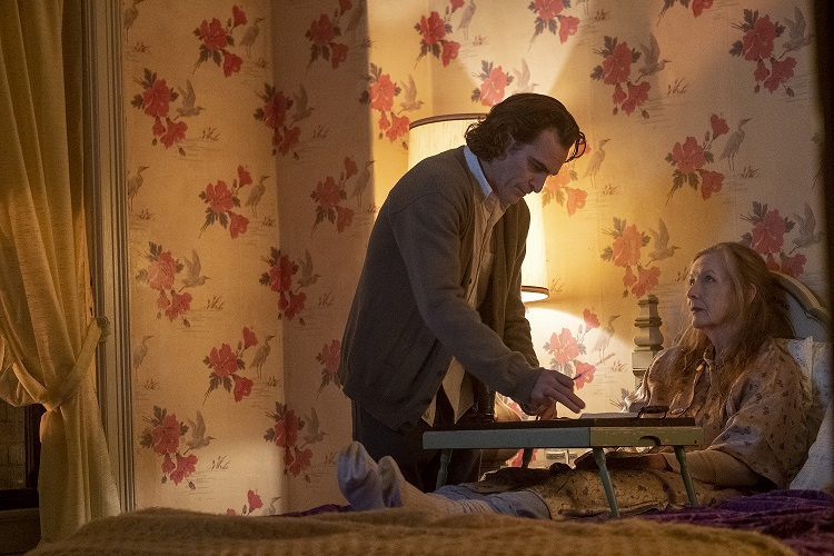JOAQUIN PHOENIX as Arthur Fleck and FRANCES CONROY as Penny Fleck